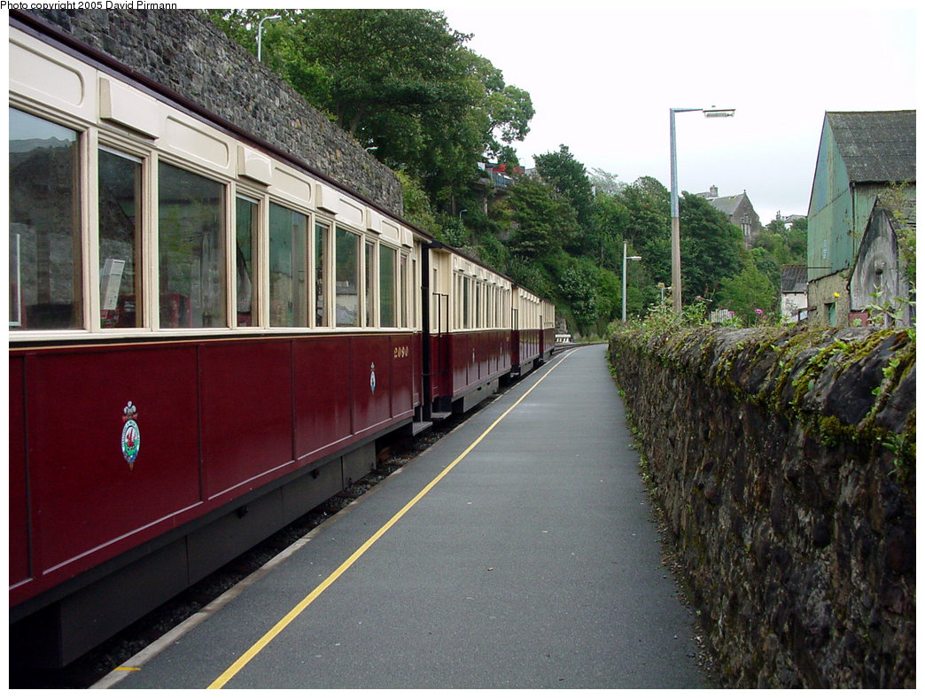 (245k, 1044x788)<br><b>Country:</b> United Kingdom<br><b>System:</b> Welsh Highland Railway <br><b>Photo by:</b> David Pirmann<br><b>Date:</b> 9/7/2000<br><b>Viewed (this week/total):</b> 0 / 1169