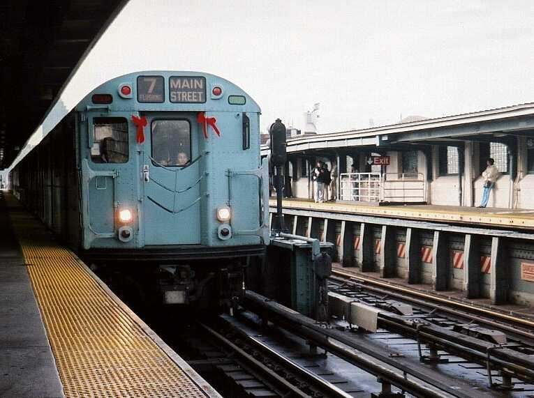 (54k, 765x571)<br><b>Country:</b> United States<br><b>City:</b> New York<br><b>System:</b> New York City Transit<br><b>Line:</b> IRT Flushing Line<br><b>Location:</b> 46th Street/Bliss Street <br><b>Route:</b> Fan Trip<br><b>Car:</b> R-33 World's Fair (St. Louis, 1963-64) 9306 <br><b>Photo by:</b> Gary Chatterton<br><b>Date:</b> 11/28/2004<br><b>Viewed (this week/total):</b> 1 / 2742