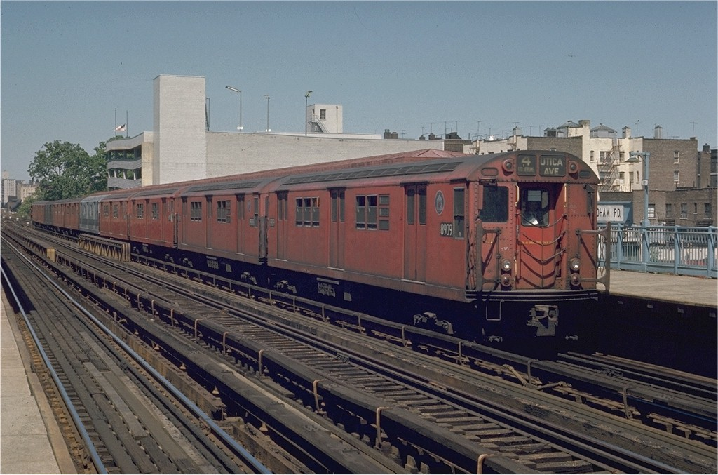 (198k, 1024x677)<br><b>Country:</b> United States<br><b>City:</b> New York<br><b>System:</b> New York City Transit<br><b>Line:</b> IRT Woodlawn Line<br><b>Location:</b> Fordham Road <br><b>Route:</b> 4<br><b>Car:</b> R-33 Main Line (St. Louis, 1962-63) 8909 <br><b>Photo by:</b> Joe Testagrose<br><b>Date:</b> 5/30/1970<br><b>Viewed (this week/total):</b> 0 / 2439