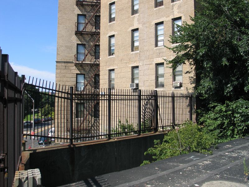 (138k, 800x600)<br><b>Country:</b> United States<br><b>City:</b> New York<br><b>System:</b> New York City Transit<br><b>Line:</b> 9th Avenue El<br><b>Location:</b> Anderson Avenue <br><b>Photo by:</b> Brian Weinberg<br><b>Date:</b> 8/4/2004<br><b>Viewed (this week/total):</b> 2 / 3202