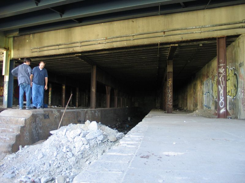 (82k, 800x600)<br><b>Country:</b> United States<br><b>City:</b> New York<br><b>System:</b> New York City Transit<br><b>Line:</b> 9th Avenue El<br><b>Location:</b> Sedgwick Avenue <br><b>Photo by:</b> Brian Weinberg<br><b>Date:</b> 8/4/2004<br><b>Viewed (this week/total):</b> 1 / 2526