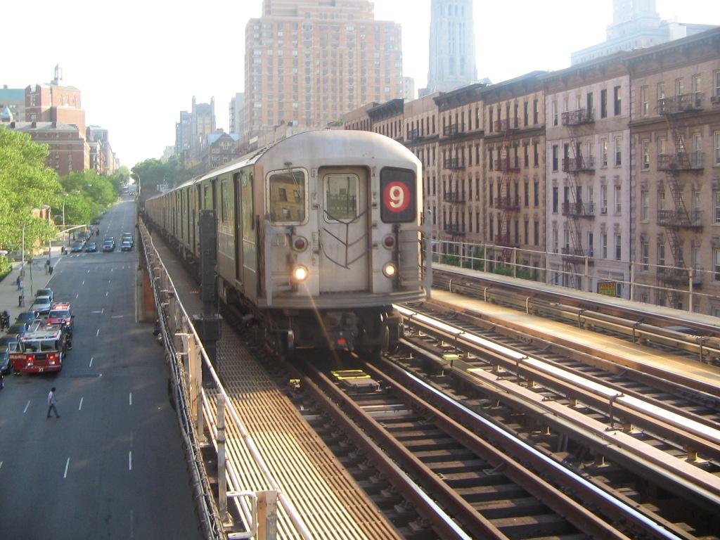 (282k, 1024x768)<br><b>Country:</b> United States<br><b>City:</b> New York<br><b>System:</b> New York City Transit<br><b>Line:</b> IRT West Side Line<br><b>Location:</b> 125th Street <br><b>Route:</b> 9<br><b>Car:</b> R-62A (Bombardier, 1984-1987)  2434 <br><b>Photo by:</b> Jose Martinez<br><b>Date:</b> 5/27/2005<br><b>Notes:</b> Last day of the skip-stop #9 service.<br><b>Viewed (this week/total):</b> 0 / 6377