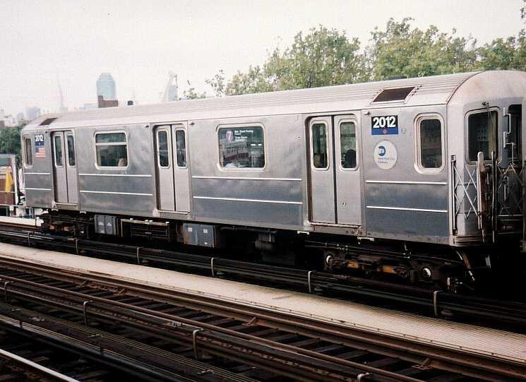 (61k, 745x541)<br><b>Country:</b> United States<br><b>City:</b> New York<br><b>System:</b> New York City Transit<br><b>Line:</b> IRT Flushing Line<br><b>Location:</b> 52nd Street/Lincoln Avenue <br><b>Route:</b> 7<br><b>Car:</b> R-62A (Bombardier, 1984-1987)  2012 <br><b>Photo by:</b> Gary Chatterton<br><b>Date:</b> 9/2003<br><b>Viewed (this week/total):</b> 4 / 2936