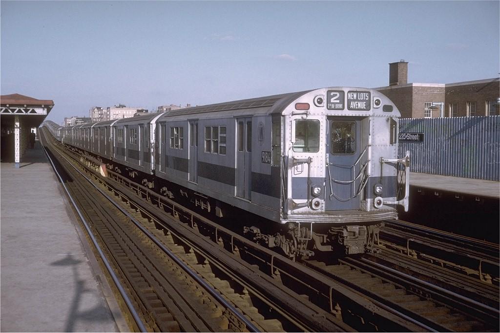 (186k, 1024x681)<br><b>Country:</b> United States<br><b>City:</b> New York<br><b>System:</b> New York City Transit<br><b>Line:</b> IRT White Plains Road Line<br><b>Location:</b> 225th Street <br><b>Route:</b> 2<br><b>Car:</b> R-33 Main Line (St. Louis, 1962-63) 9184 <br><b>Photo by:</b> Doug Grotjahn<br><b>Collection of:</b> Joe Testagrose<br><b>Date:</b> 12/28/1974<br><b>Viewed (this week/total):</b> 1 / 3522