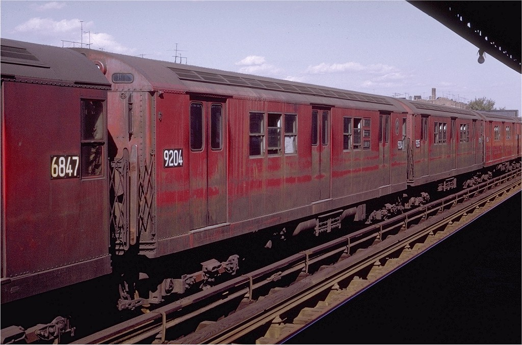 (198k, 1024x678)<br><b>Country:</b> United States<br><b>City:</b> New York<br><b>System:</b> New York City Transit<br><b>Line:</b> IRT Pelham Line<br><b>Location:</b> Zerega Avenue <br><b>Route:</b> 6<br><b>Car:</b> R-33 Main Line (St. Louis, 1962-63) 9204 <br><b>Photo by:</b> Joe Testagrose<br><b>Date:</b> 10/18/1969<br><b>Viewed (this week/total):</b> 3 / 2581