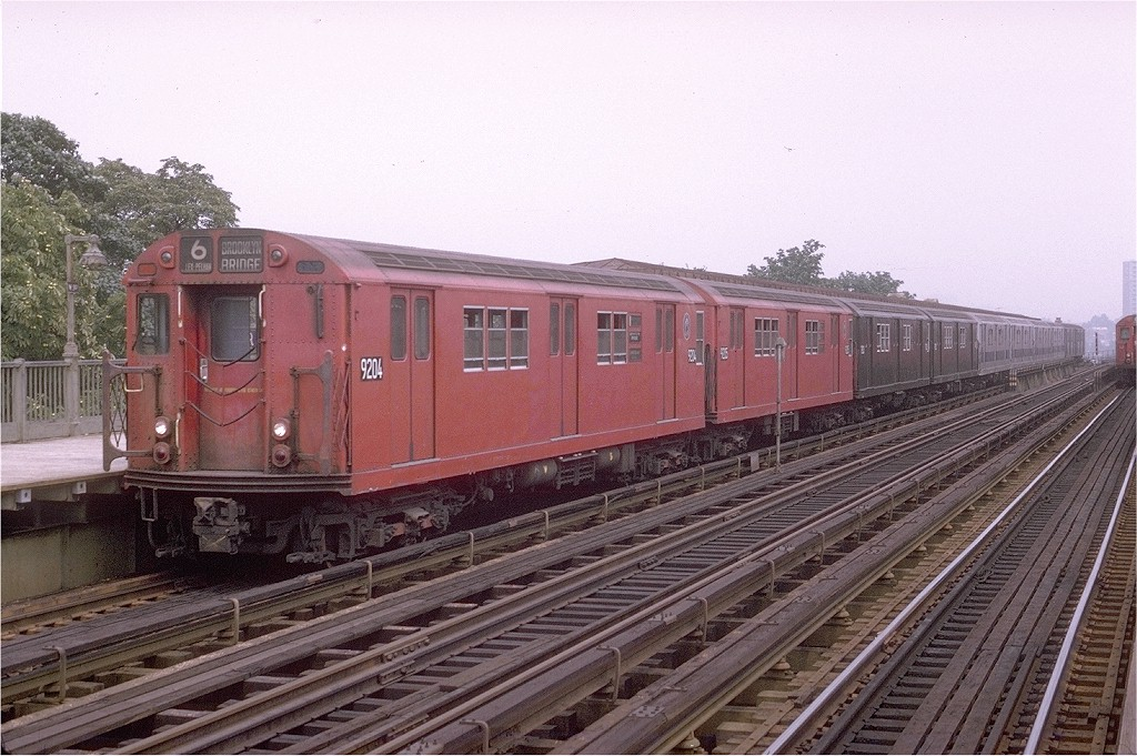(220k, 1024x681)<br><b>Country:</b> United States<br><b>City:</b> New York<br><b>System:</b> New York City Transit<br><b>Line:</b> IRT Pelham Line<br><b>Location:</b> Westchester Square <br><b>Route:</b> 6<br><b>Car:</b> R-33 Main Line (St. Louis, 1962-63) 9204 <br><b>Photo by:</b> Joe Testagrose<br><b>Date:</b> 8/1/1970<br><b>Viewed (this week/total):</b> 0 / 2710