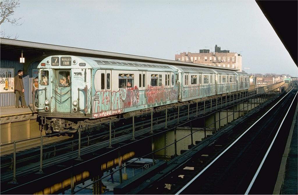 (206k, 1024x673)<br><b>Country:</b> United States<br><b>City:</b> New York<br><b>System:</b> New York City Transit<br><b>Line:</b> BMT Nassau Street/Jamaica Line<br><b>Location:</b> 75th Street/Elderts Lane <br><b>Route:</b> Fan Trip<br><b>Car:</b> R-33 World's Fair (St. Louis, 1963-64) 9333 <br><b>Photo by:</b> Doug Grotjahn<br><b>Collection of:</b> Joe Testagrose<br><b>Date:</b> 11/27/1976<br><b>Viewed (this week/total):</b> 0 / 3869