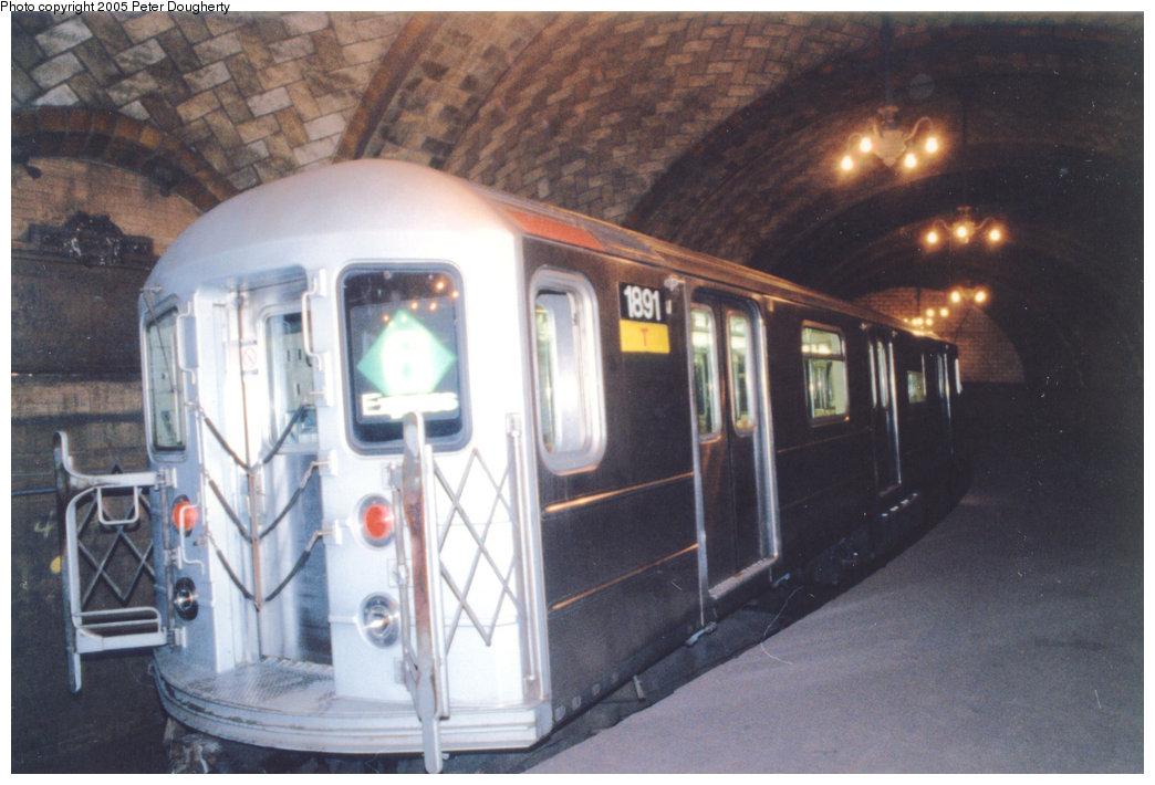 (168k, 1044x710)<br><b>Country:</b> United States<br><b>City:</b> New York<br><b>System:</b> New York City Transit<br><b>Line:</b> IRT East Side Line<br><b>Location:</b> City Hall <br><b>Route:</b> 6<br><b>Car:</b> R-62A (Bombardier, 1984-1987)  1891 <br><b>Photo by:</b> Peter Dougherty<br><b>Date:</b> 7/1996<br><b>Viewed (this week/total):</b> 0 / 9889