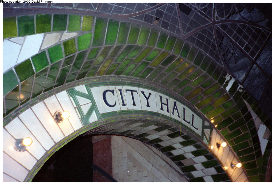 (216k, 1044x704)<br><b>Country:</b> United States<br><b>City:</b> New York<br><b>System:</b> New York City Transit<br><b>Line:</b> IRT East Side Line<br><b>Location:</b> City Hall <br><b>Photo by:</b> David Pirmann<br><b>Date:</b> 5/21/1995<br><b>Viewed (this week/total):</b> 0 / 3926