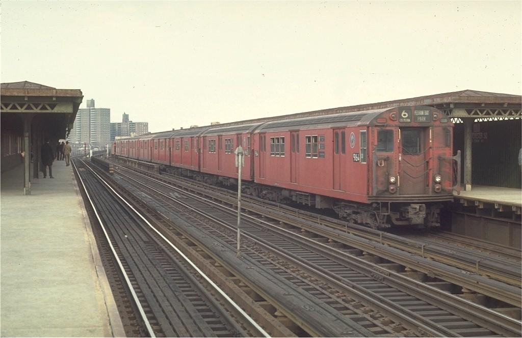 (155k, 1024x664)<br><b>Country:</b> United States<br><b>City:</b> New York<br><b>System:</b> New York City Transit<br><b>Line:</b> IRT Pelham Line<br><b>Location:</b> Westchester Square <br><b>Route:</b> 6<br><b>Car:</b> R-33 Main Line (St. Louis, 1962-63) 9164 <br><b>Photo by:</b> Joe Testagrose<br><b>Date:</b> 4/4/1970<br><b>Viewed (this week/total):</b> 0 / 3010