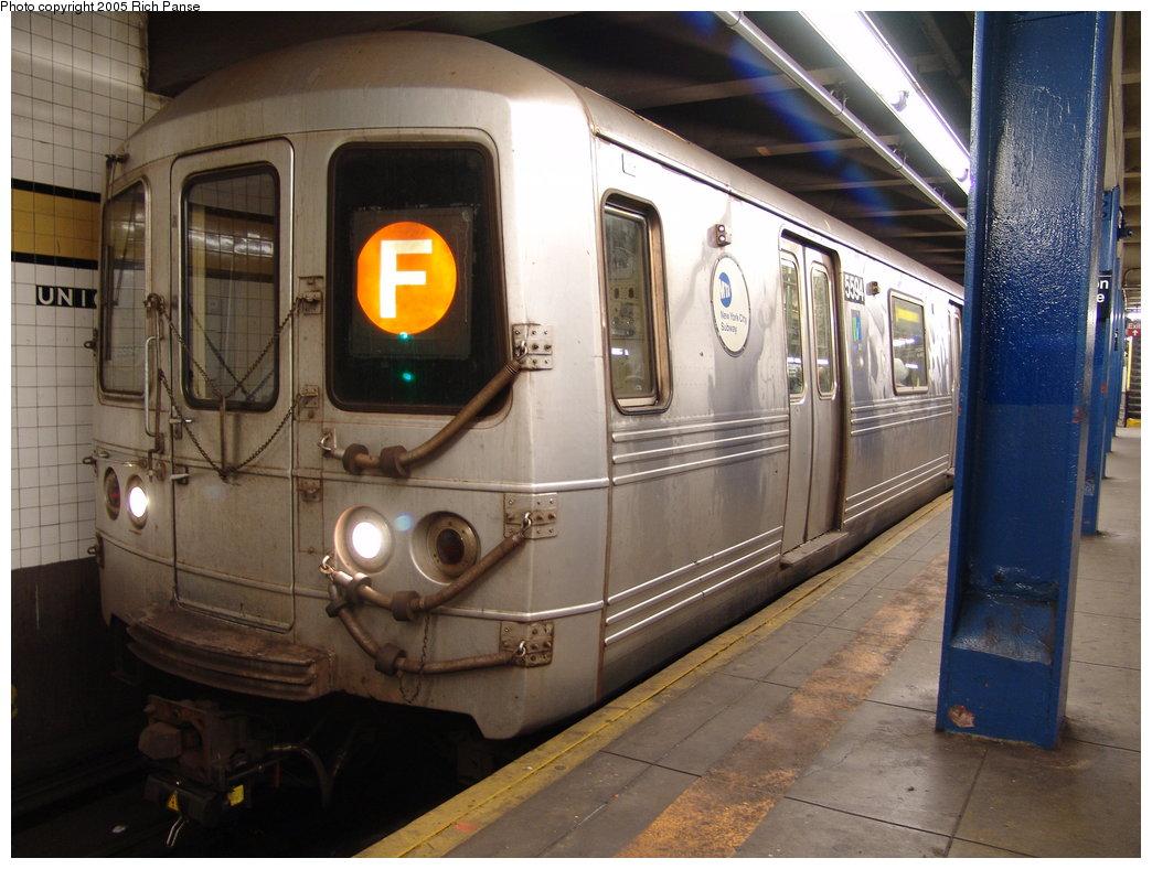 (186k, 1044x788)<br><b>Country:</b> United States<br><b>City:</b> New York<br><b>System:</b> New York City Transit<br><b>Line:</b> IND Queens Boulevard Line<br><b>Location:</b> Union Turnpike/Kew Gardens <br><b>Route:</b> F<br><b>Car:</b> R-46 (Pullman-Standard, 1974-75) 5594 <br><b>Photo by:</b> Richard Panse<br><b>Date:</b> 5/30/2005<br><b>Viewed (this week/total):</b> 1 / 4271