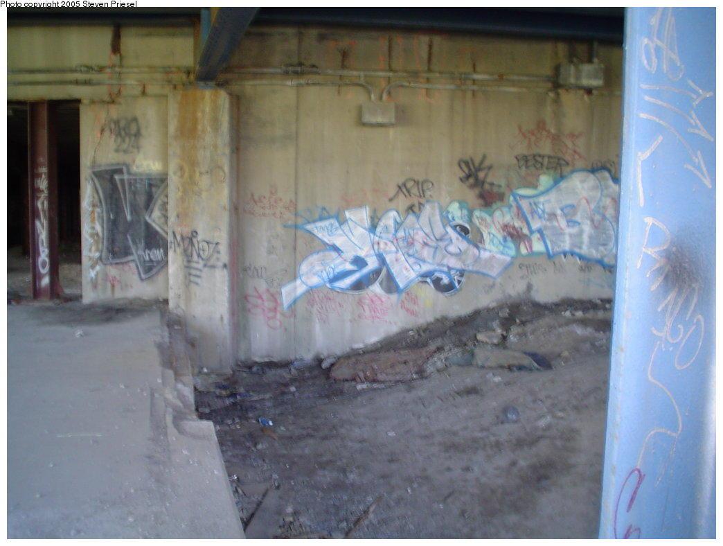 (113k, 1044x788)<br><b>Country:</b> United States<br><b>City:</b> New York<br><b>System:</b> New York City Transit<br><b>Line:</b> 9th Avenue El<br><b>Location:</b> Sedgwick Avenue <br><b>Photo by:</b> Steven Priesel<br><b>Date:</b> 8/8/2004<br><b>Notes:</b> Jerome-Anderson-bound side.<br><b>Viewed (this week/total):</b> 4 / 2364