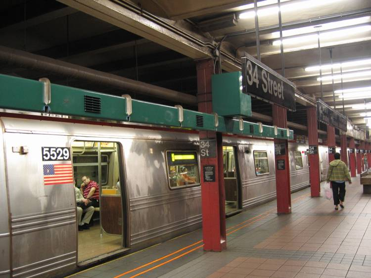 (58k, 750x562)<br><b>Country:</b> United States<br><b>City:</b> New York<br><b>System:</b> New York City Transit<br><b>Line:</b> BMT Broadway Line<br><b>Location:</b> 34th Street/Herald Square <br><b>Car:</b> R-46 (Pullman-Standard, 1974-75) 5529 <br><b>Photo by:</b> Robbie Rosenfeld<br><b>Date:</b> 5/2005<br><b>Artwork:</b> <i>REACH New York, An Urban Musical Instrument</i>, Christopher Janney (1996).<br><b>Viewed (this week/total):</b> 0 / 8403