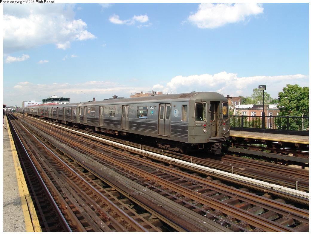 (211k, 1044x788)<br><b>Country:</b> United States<br><b>City:</b> New York<br><b>System:</b> New York City Transit<br><b>Line:</b> BMT Astoria Line<br><b>Location:</b> Broadway <br><b>Route:</b> N<br><b>Car:</b> R-68 (Westinghouse-Amrail, 1986-1988)  2870 <br><b>Photo by:</b> Richard Panse<br><b>Date:</b> 5/30/2005<br><b>Viewed (this week/total):</b> 0 / 2761