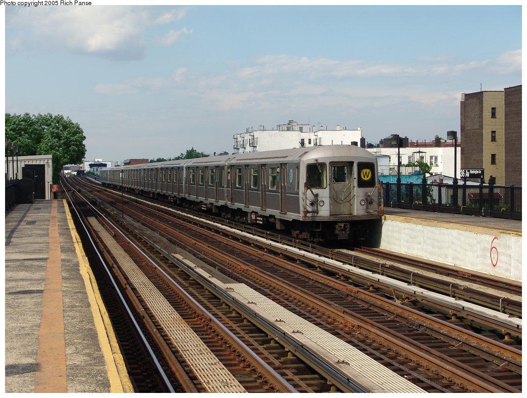 (230k, 1044x788)<br><b>Country:</b> United States<br><b>City:</b> New York<br><b>System:</b> New York City Transit<br><b>Line:</b> BMT Astoria Line<br><b>Location:</b> 36th/Washington Aves. <br><b>Route:</b> W<br><b>Car:</b> R-40M (St. Louis, 1969)  4496 <br><b>Photo by:</b> Richard Panse<br><b>Date:</b> 5/30/2005<br><b>Viewed (this week/total):</b> 5 / 2877