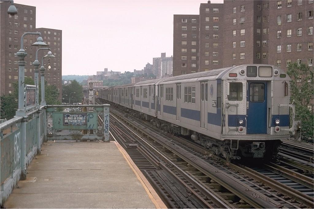 (213k, 1024x681)<br><b>Country:</b> United States<br><b>City:</b> New York<br><b>System:</b> New York City Transit<br><b>Line:</b> IRT West Side Line<br><b>Location:</b> 225th Street <br><b>Route:</b> 1<br><b>Car:</b> R-36 Main Line (St. Louis, 1964) 9547 <br><b>Collection of:</b> Joe Testagrose<br><b>Date:</b> 7/1979<br><b>Viewed (this week/total):</b> 0 / 4258