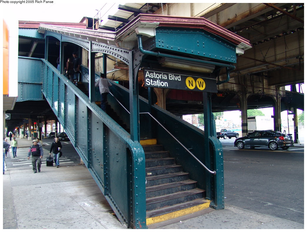 (226k, 1044x788)<br><b>Country:</b> United States<br><b>City:</b> New York<br><b>System:</b> New York City Transit<br><b>Line:</b> BMT Astoria Line<br><b>Location:</b> Astoria Boulevard/Hoyt Avenue <br><b>Photo by:</b> Richard Panse<br><b>Date:</b> 5/30/2005<br><b>Viewed (this week/total):</b> 0 / 3983