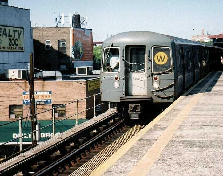 (69k, 725x571)<br><b>Country:</b> United States<br><b>City:</b> New York<br><b>System:</b> New York City Transit<br><b>Line:</b> BMT Astoria Line<br><b>Location:</b> Astoria Boulevard/Hoyt Avenue <br><b>Route:</b> W<br><b>Car:</b> R-68A (Kawasaki, 1988-1989)  5088 <br><b>Photo by:</b> Gary Chatterton<br><b>Date:</b> 8/23/2003<br><b>Viewed (this week/total):</b> 1 / 2972