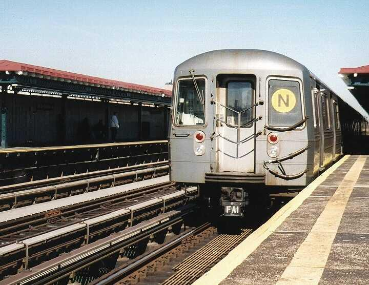 (67k, 720x556)<br><b>Country:</b> United States<br><b>City:</b> New York<br><b>System:</b> New York City Transit<br><b>Line:</b> BMT Astoria Line<br><b>Location:</b> 39th/Beebe Aves.<br><b>Route:</b> N<br><b>Car:</b> R-68A (Kawasaki, 1988-1989) 5096 <br><b>Photo by:</b> Gary Chatterton<br><b>Date:</b> 10/28/2004<br><b>Viewed (this week/total):</b> 0 / 2766