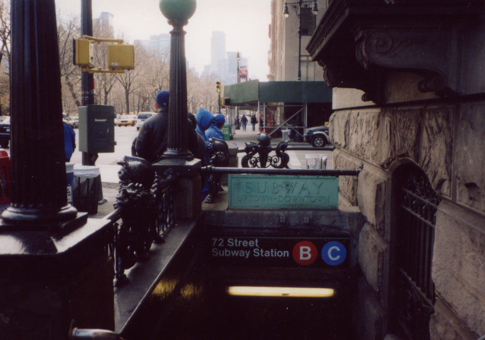 (103k, 954x669)<br><b>Country:</b> United States<br><b>City:</b> New York<br><b>System:</b> New York City Transit<br><b>Line:</b> IND 8th Avenue Line<br><b>Location:</b> 72nd Street <br><b>Photo by:</b> Kevin Wong<br><b>Date:</b> 3/16/2003<br><b>Viewed (this week/total):</b> 0 / 5141