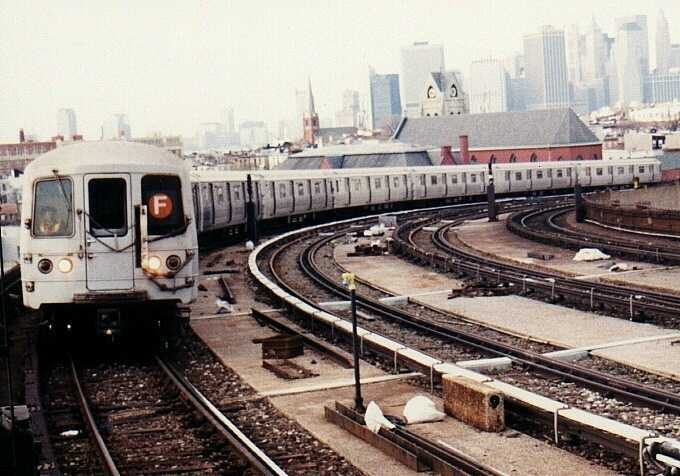 (46k, 680x476)<br><b>Country:</b> United States<br><b>City:</b> New York<br><b>System:</b> New York City Transit<br><b>Line:</b> IND Crosstown Line<br><b>Location:</b> Smith/9th Street <br><b>Route:</b> F<br><b>Car:</b> R-46 (Pullman-Standard, 1974-75) 5596 <br><b>Photo by:</b> Gary Chatterton<br><b>Date:</b> 3/25/2003<br><b>Viewed (this week/total):</b> 0 / 3411