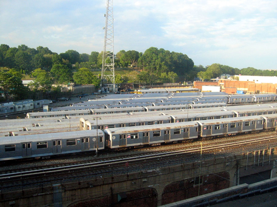 (176k, 909x682)<br><b>Country:</b> United States<br><b>City:</b> New York<br><b>System:</b> New York City Transit<br><b>Location:</b> East New York Yard/Shops<br><b>Photo by:</b> Robbie Rosenfeld<br><b>Date:</b> 6/19/2005<br><b>Viewed (this week/total):</b> 3 / 2540