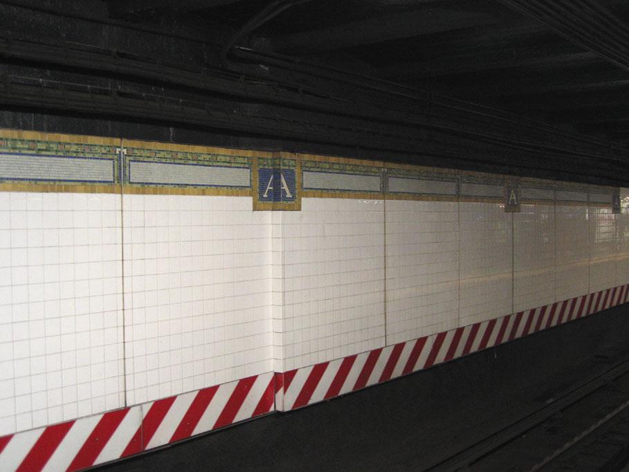 (101k, 909x682)<br><b>Country:</b> United States<br><b>City:</b> New York<br><b>System:</b> New York City Transit<br><b>Line:</b> IRT Brooklyn Line<br><b>Location:</b> Atlantic Avenue <br><b>Photo by:</b> Robbie Rosenfeld<br><b>Date:</b> 6/21/2005<br><b>Notes:</b> Note stepped tile on trackside wall.<br><b>Viewed (this week/total):</b> 4 / 2863