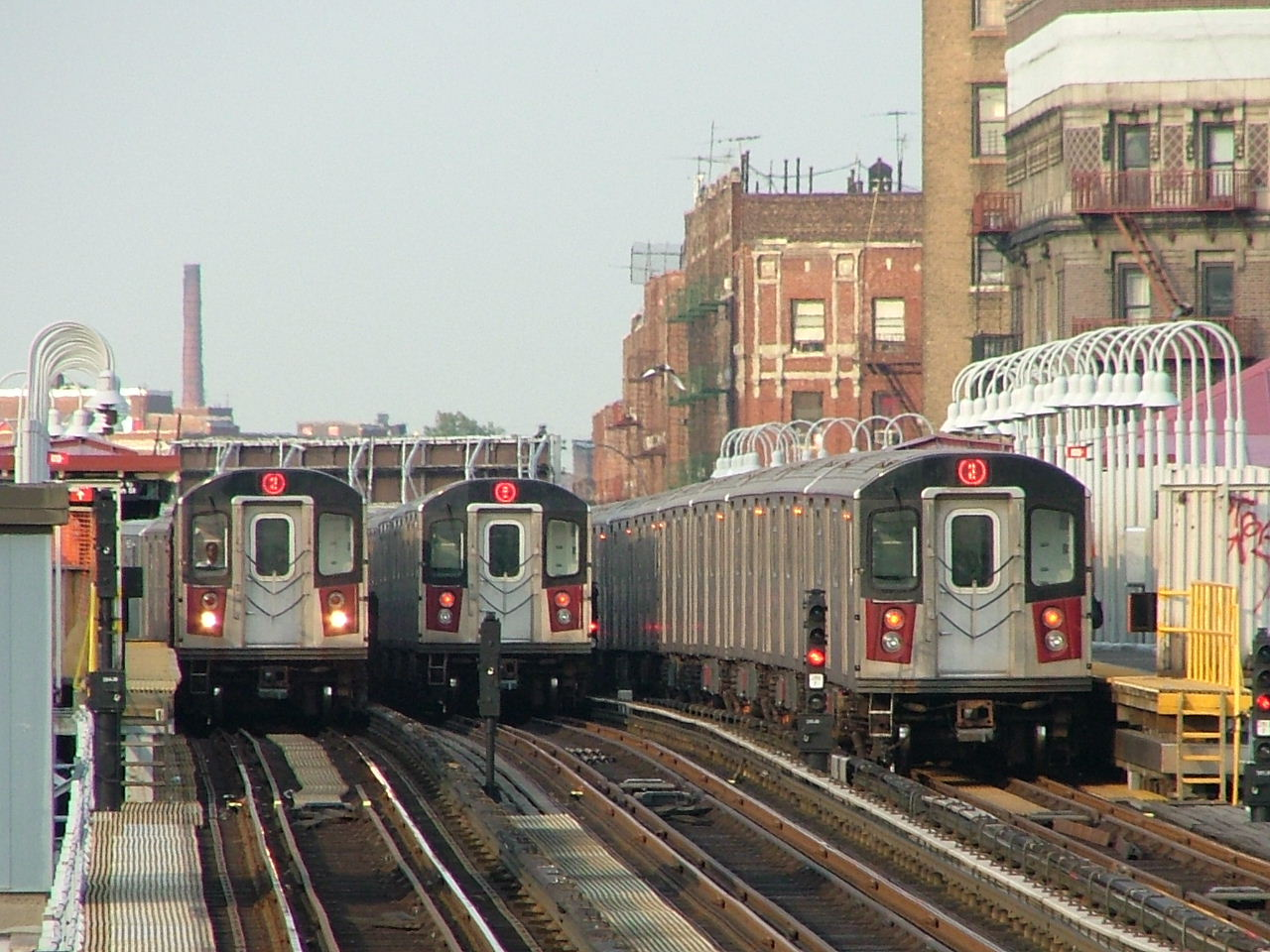 (235k, 1280x960)<br><b>Country:</b> United States<br><b>City:</b> New York<br><b>System:</b> New York City Transit<br><b>Line:</b> IRT White Plains Road Line<br><b>Location:</b> Simpson Street <br><b>Car:</b> R-142 (Primary Order, Bombardier, 1999-2002)  6466/6950/6350 <br><b>Photo by:</b> Carlton Walton<br><b>Date:</b> 6/24/2005<br><b>Notes:</b> View from Intervale Ave.<br><b>Viewed (this week/total):</b> 0 / 8030