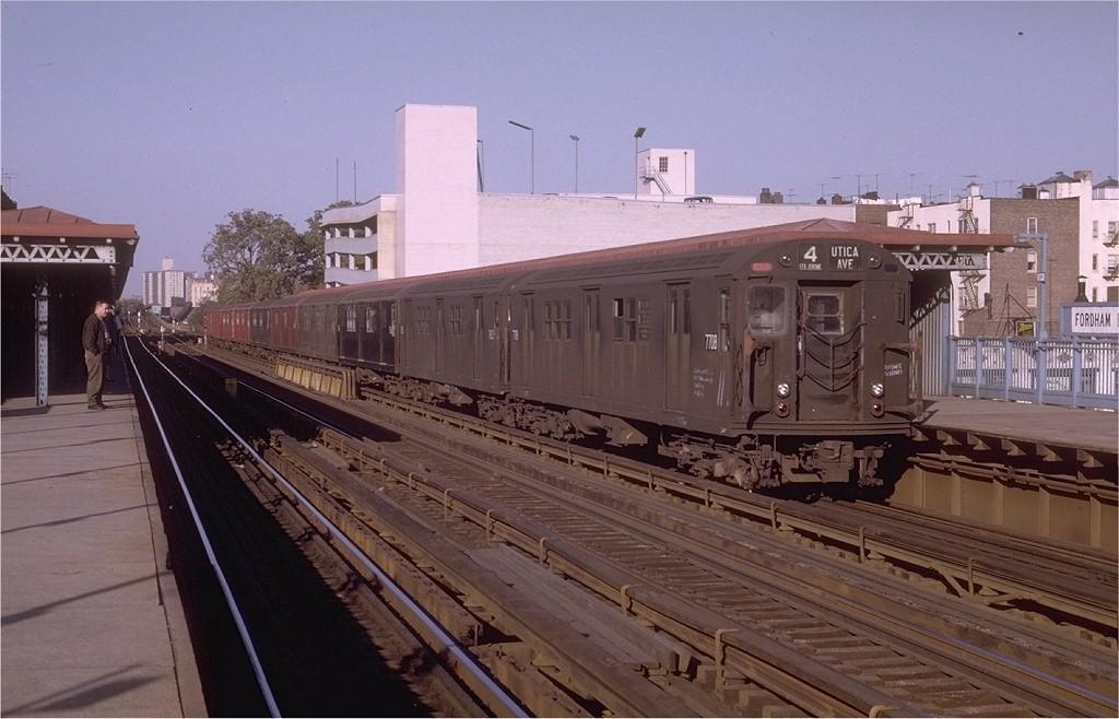 (175k, 1024x658)<br><b>Country:</b> United States<br><b>City:</b> New York<br><b>System:</b> New York City Transit<br><b>Line:</b> IRT Woodlawn Line<br><b>Location:</b> Fordham Road <br><b>Route:</b> 4<br><b>Car:</b> R-22 (St. Louis, 1957-58) 7708 <br><b>Photo by:</b> Joe Testagrose<br><b>Date:</b> 10/18/1969<br><b>Viewed (this week/total):</b> 0 / 2827