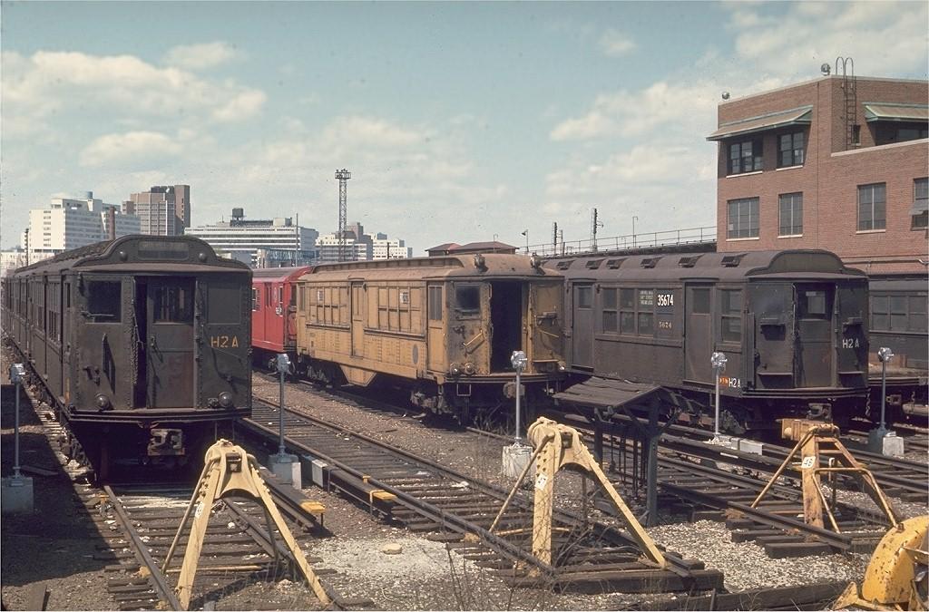 (227k, 1024x675)<br><b>Country:</b> United States<br><b>City:</b> New York<br><b>System:</b> New York City Transit<br><b>Location:</b> Westchester Yard<br><b>Car:</b> Low-V RD282 <br><b>Photo by:</b> Joe Testagrose<br><b>Date:</b> 4/25/1970<br><b>Viewed (this week/total):</b> 0 / 2990