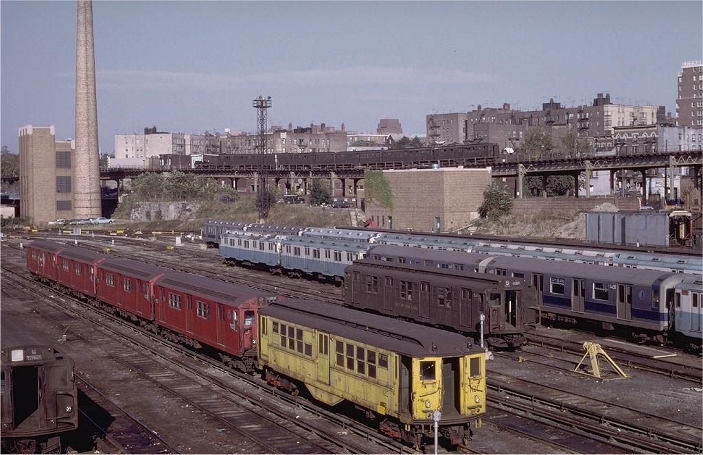 (231k, 1024x663)<br><b>Country:</b> United States<br><b>City:</b> New York<br><b>System:</b> New York City Transit<br><b>Location:</b> Concourse Yard<br><b>Car:</b> Low-V W302 (ex-5566)<br><b>Photo by:</b> Doug Grotjahn<br><b>Collection of:</b> Joe Testagrose<br><b>Date:</b> 10/18/1970<br><b>Viewed (this week/total):</b> 0 / 2926