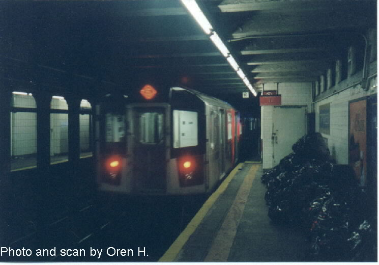 (50k, 745x520)<br><b>Country:</b> United States<br><b>City:</b> New York<br><b>System:</b> New York City Transit<br><b>Line:</b> IRT East Side Line<br><b>Location:</b> 77th Street <br><b>Route:</b> 6<br><b>Car:</b> R-142A (Primary Order, Kawasaki, 1999-2002)  7370 <br><b>Photo by:</b> Oren H.<br><b>Date:</b> 6/20/2001<br><b>Viewed (this week/total):</b> 0 / 4887