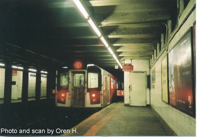 (56k, 745x520)<br><b>Country:</b> United States<br><b>City:</b> New York<br><b>System:</b> New York City Transit<br><b>Line:</b> IRT East Side Line<br><b>Location:</b> 77th Street <br><b>Route:</b> 6<br><b>Car:</b> R-142 or R-142A (Number Unknown)  <br><b>Photo by:</b> Oren H.<br><b>Date:</b> 9/29/2001<br><b>Viewed (this week/total):</b> 0 / 4656