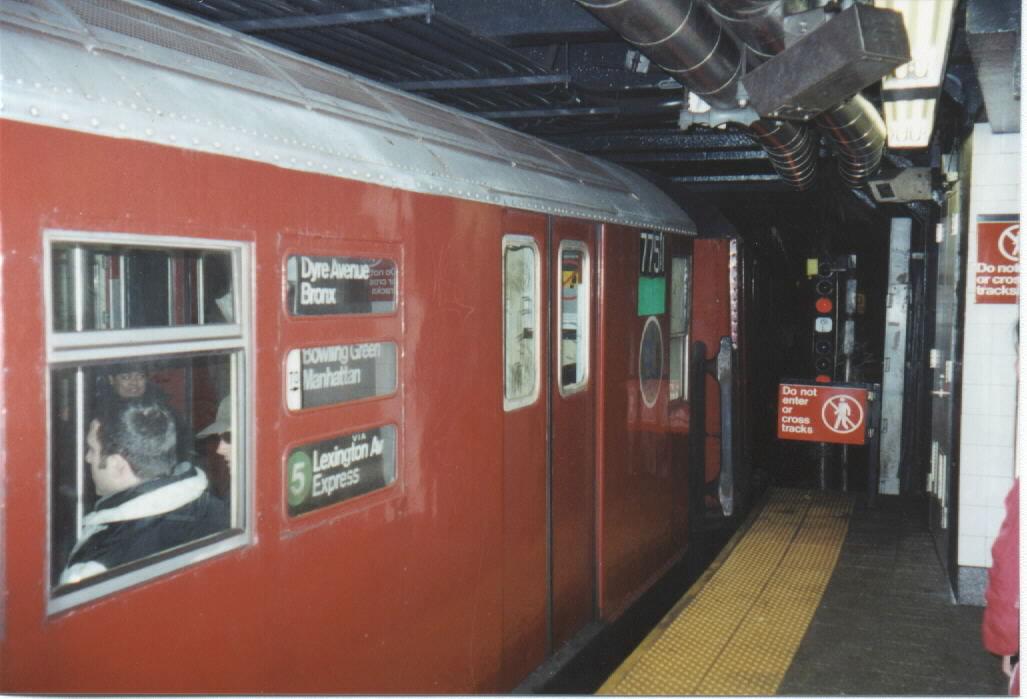 (92k, 1027x699)<br><b>Country:</b> United States<br><b>City:</b> New York<br><b>System:</b> New York City Transit<br><b>Line:</b> IRT East Side Line<br><b>Location:</b> Grand Central <br><b>Route:</b> 5<br><b>Car:</b> R-26 (American Car & Foundry, 1959-60) 7751 <br><b>Photo by:</b> Oren H.<br><b>Date:</b> 12/23/2000<br><b>Viewed (this week/total):</b> 0 / 5167
