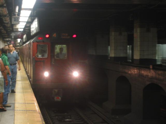 (65k, 640x480)<br><b>Country:</b> United States<br><b>City:</b> New York<br><b>System:</b> New York City Transit<br><b>Line:</b> IRT East Side Line<br><b>Location:</b> Grand Central <br><b>Route:</b> 4<br><b>Car:</b> R-33 Main Line (St. Louis, 1962-63) 9285 <br><b>Photo by:</b> Oren H.<br><b>Date:</b> 8/6/2002<br><b>Viewed (this week/total):</b> 2 / 4837