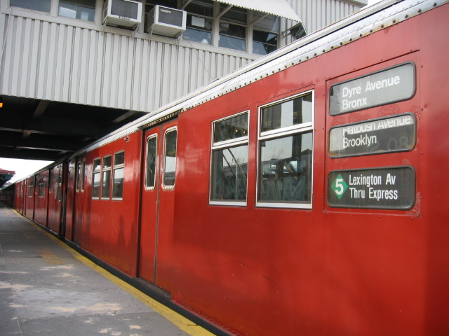 (104k, 640x480)<br><b>Country:</b> United States<br><b>City:</b> New York<br><b>System:</b> New York City Transit<br><b>Line:</b> IRT White Plains Road Line<br><b>Location:</b> West Farms Sq./East Tremont Ave./177th St. <br><b>Route:</b> 5<br><b>Car:</b> R-33 Main Line (St. Louis, 1962-63) 9067 <br><b>Photo by:</b> Oren H.<br><b>Date:</b> 11/29/2002<br><b>Viewed (this week/total):</b> 1 / 4189