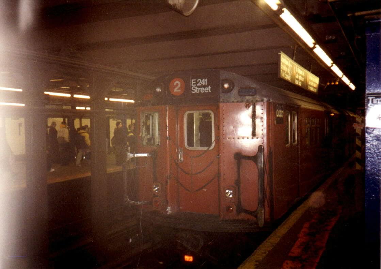 (102k, 1119x791)<br><b>Country:</b> United States<br><b>City:</b> New York<br><b>System:</b> New York City Transit<br><b>Line:</b> IRT West Side Line<br><b>Location:</b> Times Square/42nd Street <br><b>Route:</b> 2<br><b>Car:</b> R-33 Main Line (St. Louis, 1962-63) 8869 <br><b>Photo by:</b> Oren H.<br><b>Date:</b> 12/1999<br><b>Viewed (this week/total):</b> 3 / 5571