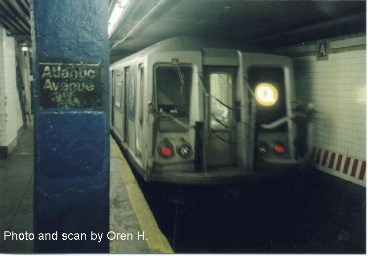 (49k, 745x520)<br><b>Country:</b> United States<br><b>City:</b> New York<br><b>System:</b> New York City Transit<br><b>Line:</b> BMT Brighton Line<br><b>Location:</b> Atlantic Avenue <br><b>Route:</b> L<br><b>Car:</b> R-40 (St. Louis, 1968)   <br><b>Photo by:</b> Oren H.<br><b>Date:</b> 6/20/2001<br><b>Viewed (this week/total):</b> 0 / 6787
