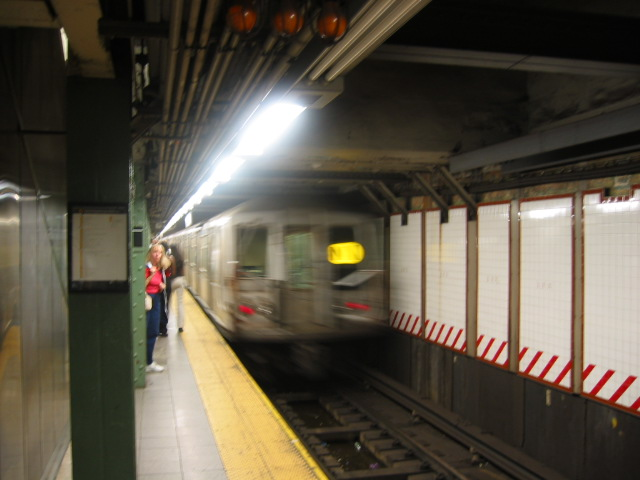 (81k, 640x480)<br><b>Country:</b> United States<br><b>City:</b> New York<br><b>System:</b> New York City Transit<br><b>Line:</b> BMT Broadway Line<br><b>Location:</b> Lexington Avenue (59th Street) <br><b>Route:</b> N<br><b>Car:</b> R-40 (St. Louis, 1968)   <br><b>Photo by:</b> Oren H.<br><b>Date:</b> 8/6/2002<br><b>Viewed (this week/total):</b> 0 / 4768