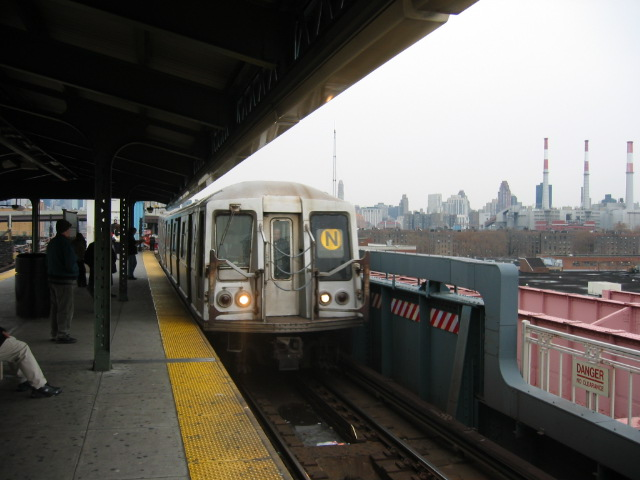 (87k, 640x480)<br><b>Country:</b> United States<br><b>City:</b> New York<br><b>System:</b> New York City Transit<br><b>Line:</b> BMT Astoria Line<br><b>Location:</b> Queensborough Plaza <br><b>Route:</b> N<br><b>Car:</b> R-40 (St. Louis, 1968)   <br><b>Photo by:</b> Oren H.<br><b>Date:</b> 11/29/2002<br><b>Viewed (this week/total):</b> 1 / 2958