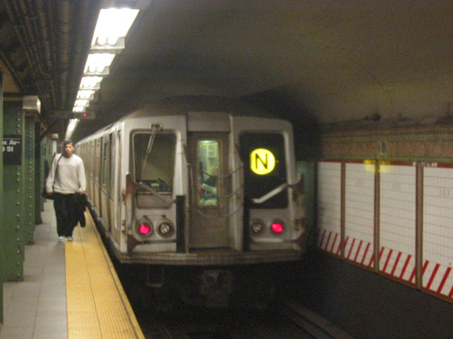 (105k, 640x480)<br><b>Country:</b> United States<br><b>City:</b> New York<br><b>System:</b> New York City Transit<br><b>Line:</b> BMT Broadway Line<br><b>Location:</b> Lexington Avenue (59th Street) <br><b>Route:</b> N<br><b>Car:</b> R-40 (St. Louis, 1968)  4231 <br><b>Photo by:</b> Oren H.<br><b>Date:</b> 11/7/2004<br><b>Viewed (this week/total):</b> 5 / 5244