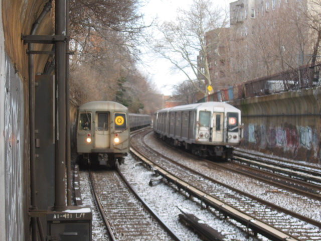 (125k, 640x480)<br><b>Country:</b> United States<br><b>City:</b> New York<br><b>System:</b> New York City Transit<br><b>Line:</b> BMT Brighton Line<br><b>Location:</b> Beverley Road <br><b>Route:</b> B<br><b>Car:</b> R-40 (St. Louis, 1968)   <br><b>Photo by:</b> Oren H.<br><b>Date:</b> 1/17/2004<br><b>Notes:</b> w/R68 2914  on Q<br><b>Viewed (this week/total):</b> 0 / 5313