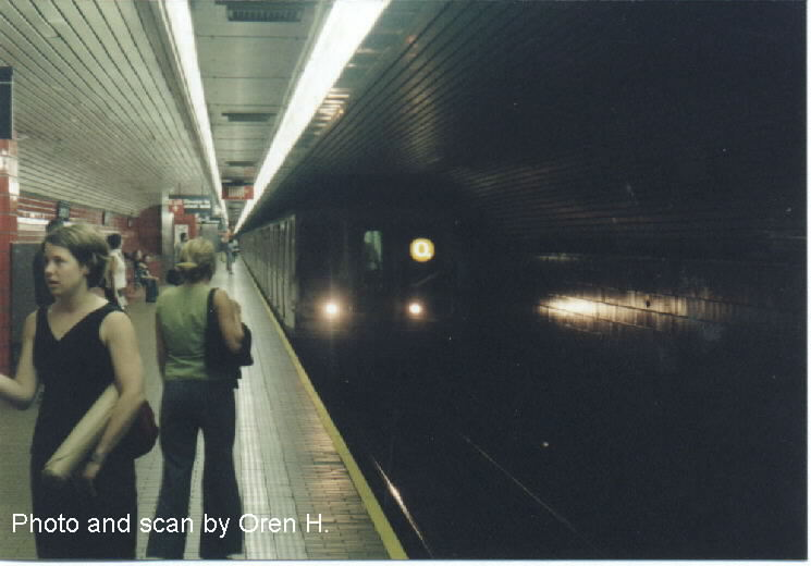 (47k, 745x520)<br><b>Country:</b> United States<br><b>City:</b> New York<br><b>System:</b> New York City Transit<br><b>Line:</b> IND 63rd Street<br><b>Location:</b> Lexington Avenue-63rd Street <br><b>Route:</b> Q<br><b>Car:</b> R-40 (St. Louis, 1968)  4176 <br><b>Photo by:</b> Oren H.<br><b>Date:</b> 6/20/2001<br><b>Viewed (this week/total):</b> 4 / 8108