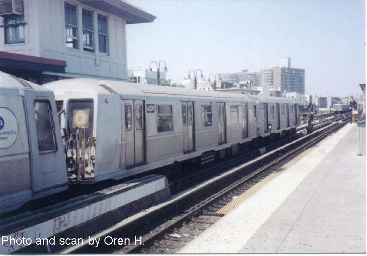 (56k, 745x520)<br><b>Country:</b> United States<br><b>City:</b> New York<br><b>System:</b> New York City Transit<br><b>Line:</b> BMT Brighton Line<br><b>Location:</b> Brighton Beach <br><b>Route:</b> Q<br><b>Car:</b> R-40 (St. Louis, 1968)  4330 <br><b>Photo by:</b> Oren H.<br><b>Date:</b> 6/20/2001<br><b>Viewed (this week/total):</b> 3 / 3963