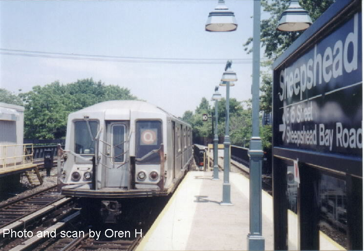 (63k, 745x514)<br><b>Country:</b> United States<br><b>City:</b> New York<br><b>System:</b> New York City Transit<br><b>Line:</b> BMT Brighton Line<br><b>Location:</b> Sheepshead Bay <br><b>Route:</b> Q<br><b>Car:</b> R-40 (St. Louis, 1968)   <br><b>Photo by:</b> Oren H.<br><b>Date:</b> 6/20/2001<br><b>Viewed (this week/total):</b> 2 / 3837