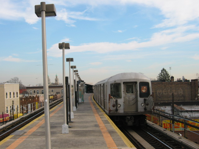 (91k, 640x480)<br><b>Country:</b> United States<br><b>City:</b> New York<br><b>System:</b> New York City Transit<br><b>Line:</b> BMT Nassau Street/Jamaica Line<br><b>Location:</b> Norwood Avenue <br><b>Route:</b> J<br><b>Car:</b> R-40M (St. Louis, 1969)  4539 <br><b>Photo by:</b> Oren H.<br><b>Date:</b> 12/22/2003<br><b>Viewed (this week/total):</b> 0 / 3736