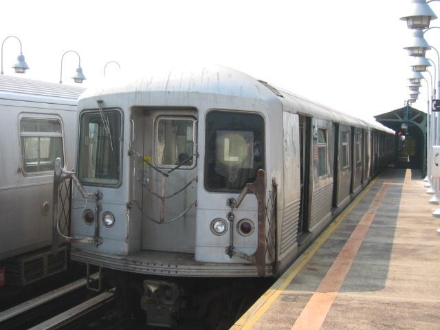 (83k, 640x480)<br><b>Country:</b> United States<br><b>City:</b> New York<br><b>System:</b> New York City Transit<br><b>Line:</b> BMT Canarsie Line<br><b>Location:</b> Sutter Avenue <br><b>Route:</b> L<br><b>Car:</b> R-42 (St. Louis, 1969-1970)  4835 <br><b>Photo by:</b> Oren H.<br><b>Date:</b> 6/27/2003<br><b>Viewed (this week/total):</b> 3 / 3478