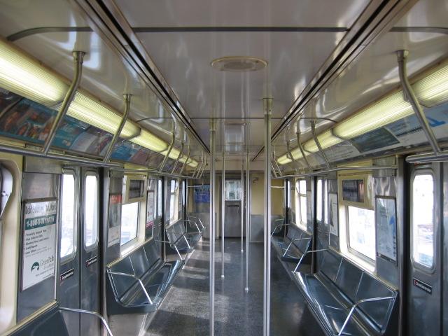 (121k, 640x480)<br><b>Country:</b> United States<br><b>City:</b> New York<br><b>System:</b> New York City Transit<br><b>Car:</b> R-42 (St. Louis, 1969-1970)  Interior <br><b>Photo by:</b> Oren H.<br><b>Viewed (this week/total):</b> 0 / 2636