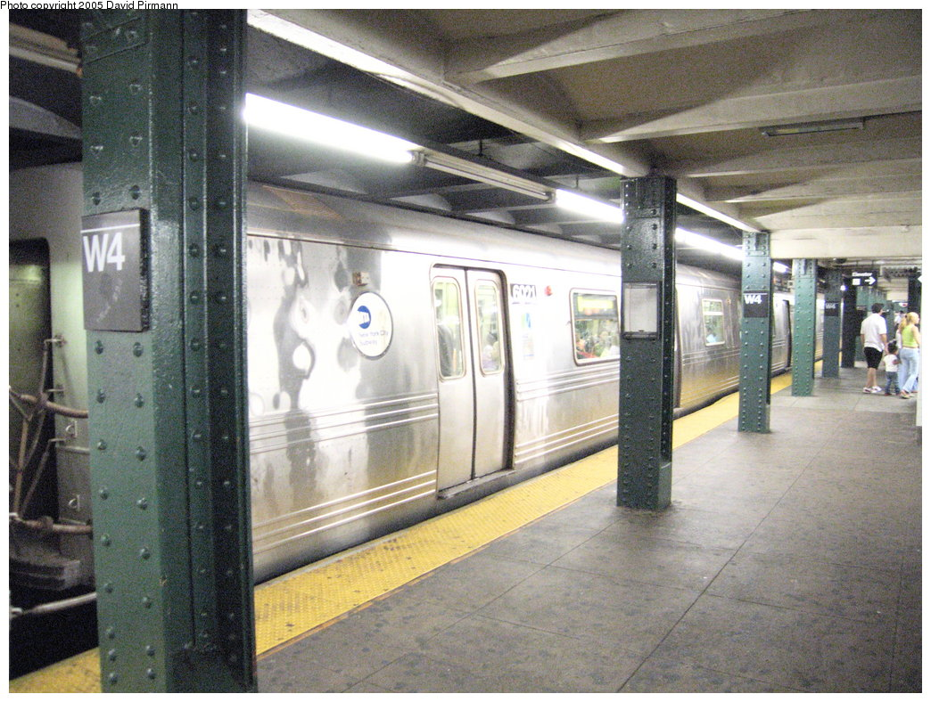 (224k, 1044x788)<br><b>Country:</b> United States<br><b>City:</b> New York<br><b>System:</b> New York City Transit<br><b>Line:</b> IND 6th Avenue Line<br><b>Location:</b> West 4th Street/Washington Square <br><b>Route:</b> F<br><b>Car:</b> R-46 (Pullman-Standard, 1974-75) 6021 <br><b>Photo by:</b> David Pirmann<br><b>Date:</b> 6/30/2005<br><b>Notes:</b> Southbound platform<br><b>Viewed (this week/total):</b> 4 / 3945
