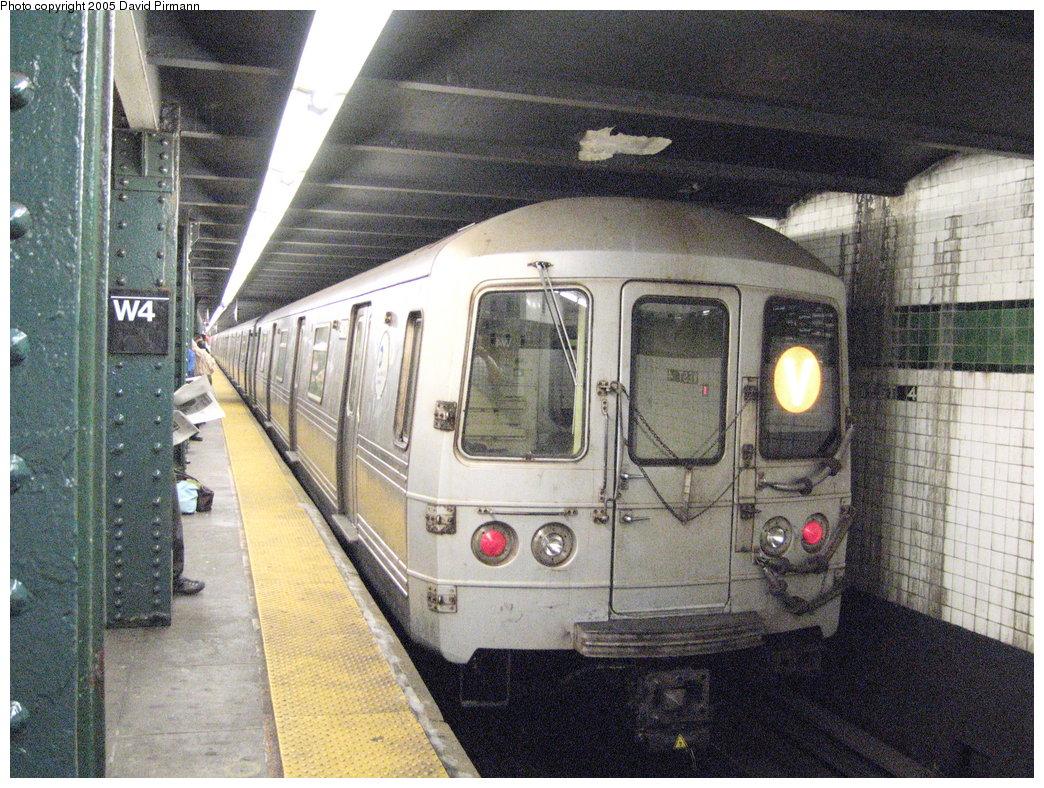 (259k, 1044x788)<br><b>Country:</b> United States<br><b>City:</b> New York<br><b>System:</b> New York City Transit<br><b>Line:</b> IND 6th Avenue Line<br><b>Location:</b> West 4th Street/Washington Square <br><b>Route:</b> V<br><b>Car:</b> R-46 (Pullman-Standard, 1974-75) 5828 <br><b>Photo by:</b> David Pirmann<br><b>Date:</b> 6/30/2005<br><b>Notes:</b> Southbound platform<br><b>Viewed (this week/total):</b> 0 / 3415